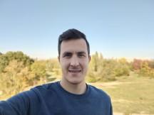 Portrait selfie samples - f/2.0, ISO 50, 1/284s - vivo V20 review