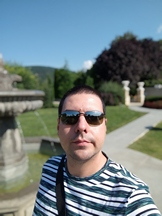 Selfies, daytime, portrait mode off/on - f/2.3, ISO 50, 1/2097s - Xiaomi Mi 10 Pro long-term review