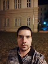 Selfies, nighttime, portrait mode off/on - f/2.3, ISO 1189, 1/13s - Xiaomi Mi 10 Pro long-term review