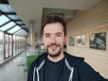 Selfie portrait samples - f/2.5, ISO 84, 1/100s - Xiaomi Mi 10T Lite 5G review