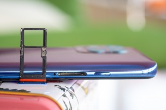 Dual card tray with gasket - Motorola Moto G100 review