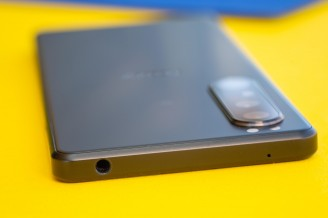 3.5mm headphone jack up top - Sony Xperia 1 III review