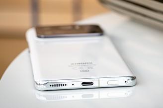 Bottom speaker grille is groovy - Xiaomi Mi 11 Ultra review