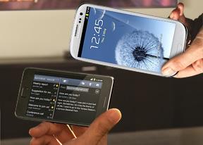 Samsung Galaxy S III vs  Galaxy S II: Intergalactic